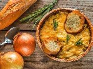 Рецепта Лучена супа със сирене и чесън